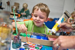Christian Cole, 5, of Irvine mixes red and yellow paints to make orange during an open studio session at The Child Creativity Lab in Santa Ana.///ADDITIONAL INFORMATION: ocfamily.summerlearning – 4/20/16 – NICK AGRO, ORANGE COUNTY REGISTER- BACKGROUNDThe Child Creativity Lab does summertime STEM workshops in libraries and schools around Orange County and also have open maker sessions and other programs at their facility. We have permission to photograph an open studio session for homeschoolers where elementary-age children will be there (with parents) and working in the space. (childcreativitylab.org)